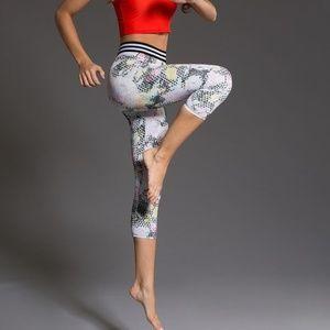Onzie Flow Yoga  Elastic Madona Capris Sz S/M